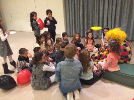 Kinder Jonglieren mit Clown Muck